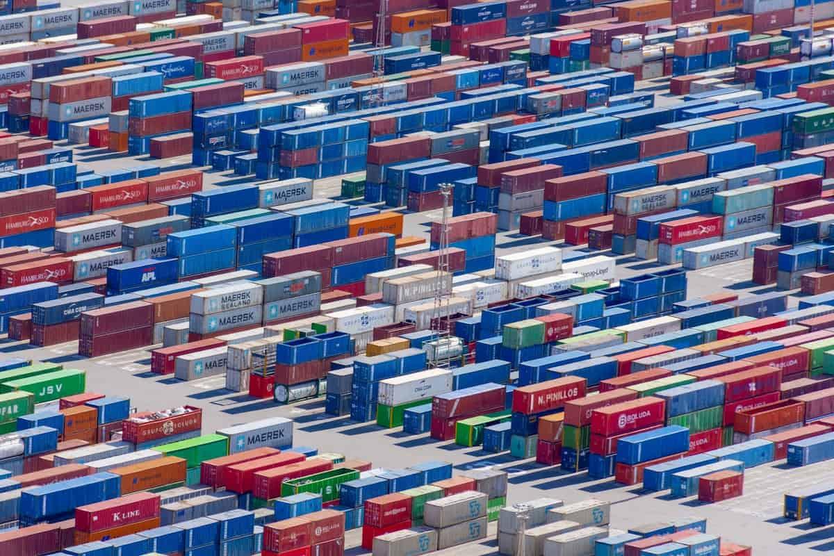 spedycja, logistyka a transport